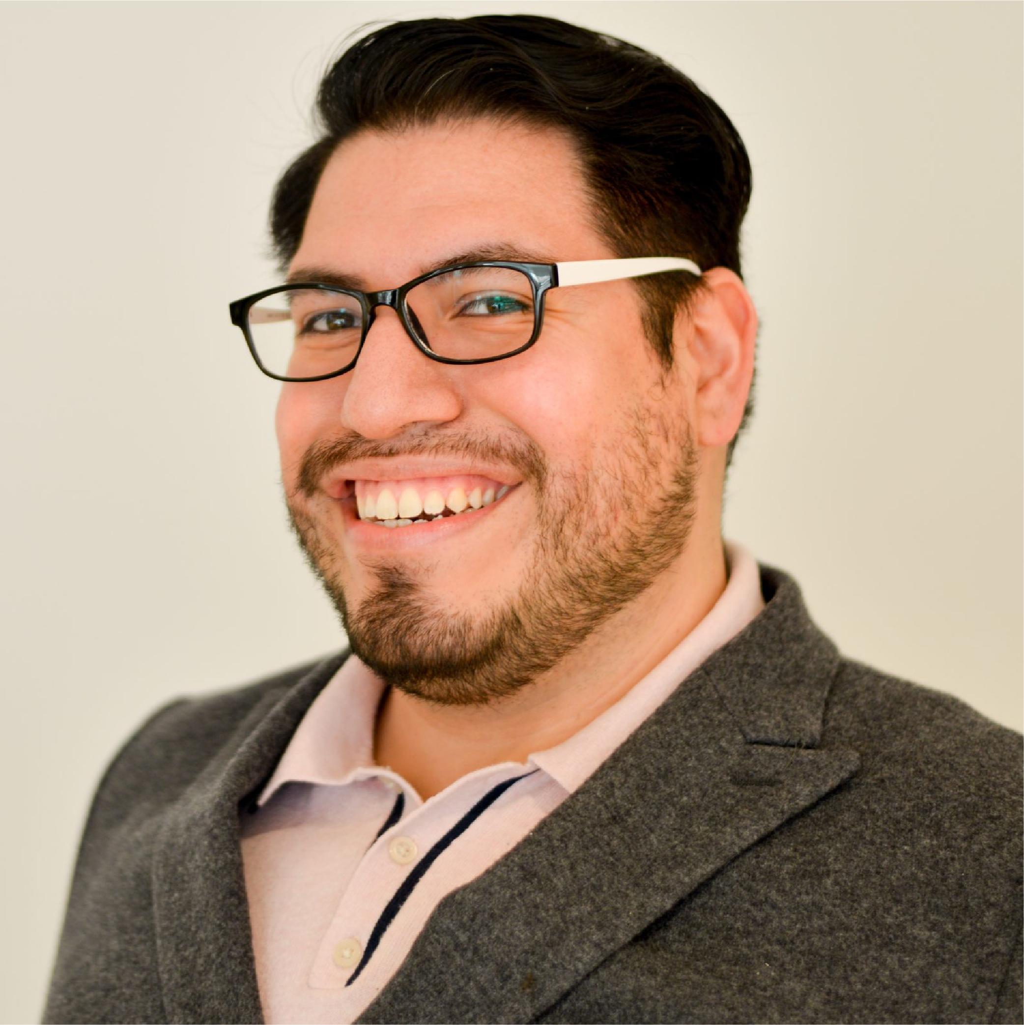 portrait of Roberto Mendez